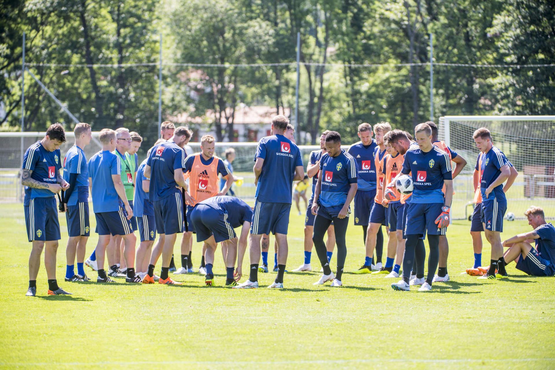 infšr vm 2018 i ryssland. svenska landslaget trŠnar. trŠning action